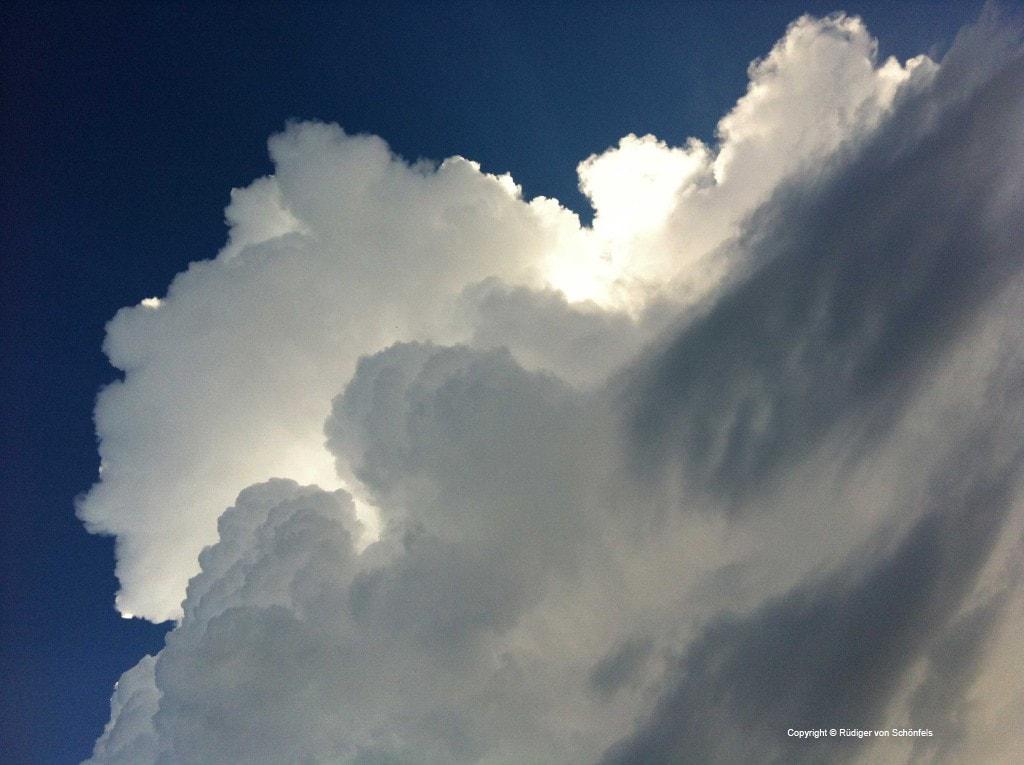 Einfach Wolken / copyright © R. v. Schönfels
